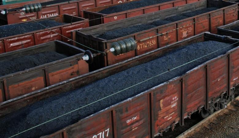 Семь вагонов с углем сошли с рельсов в Кузбассе