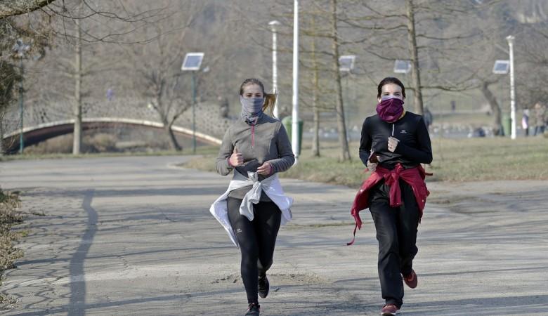 В Китае решили давать деньги тем, кто добровольно сообщит о симптомах коронавируса