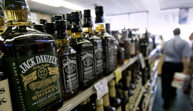 Генпрокуратура утвердила обвинение вотношении 5 граждан России, торговавших паленым виски вКрасноярске