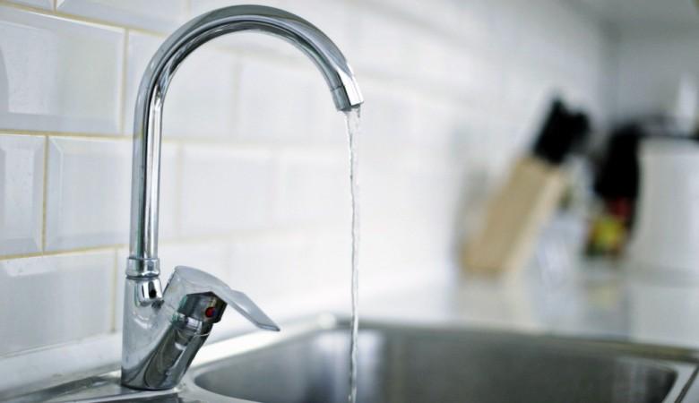 В Омске ТСЖ подавало жильцам горячую воду зеленого цвета