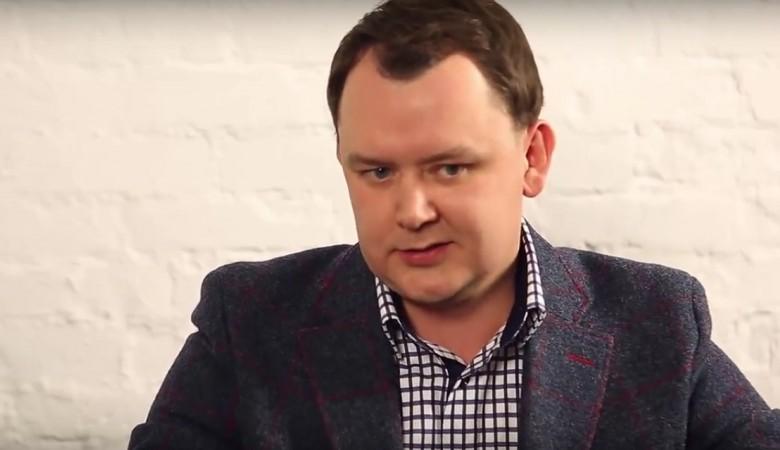 В Красноярске задержан депутат, чинивший сантехнику нуждающимся