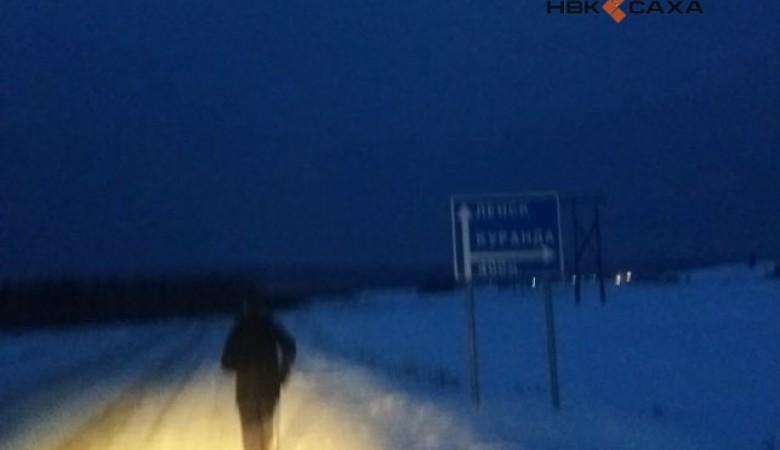В Якутии 70-летний мужчина устроил забег на 100 км на 25-градусном морозе