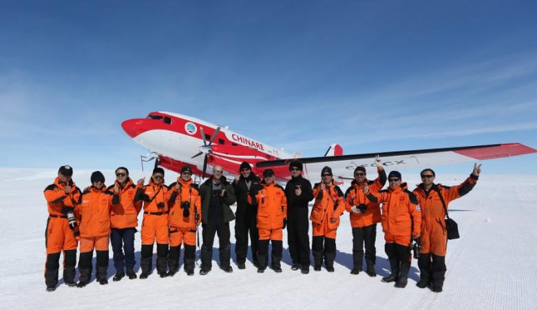 Китайский самолет впервые совершил посадку на самой высокой точке Антарктиды