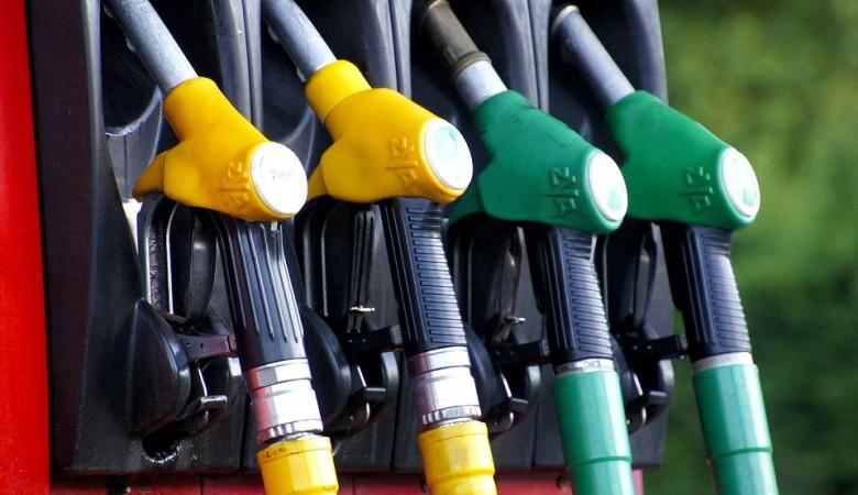Половина россиян говорят, что реже пользоваться машиной вынуждают цены на бензин