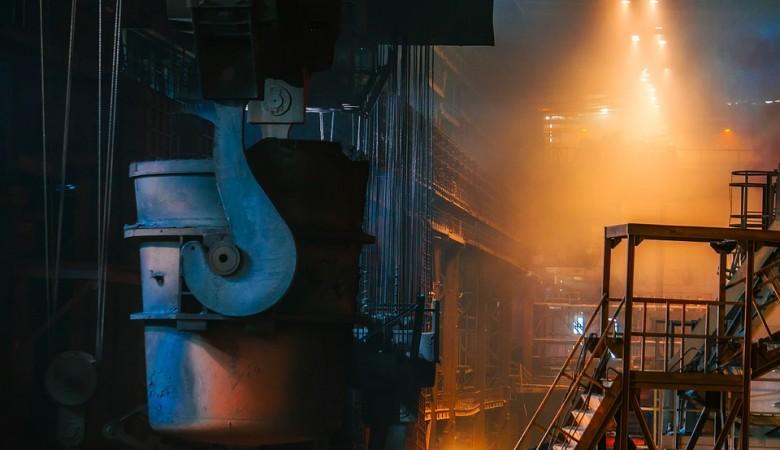 Подстанция горит на цементном заводе в Иркутской области