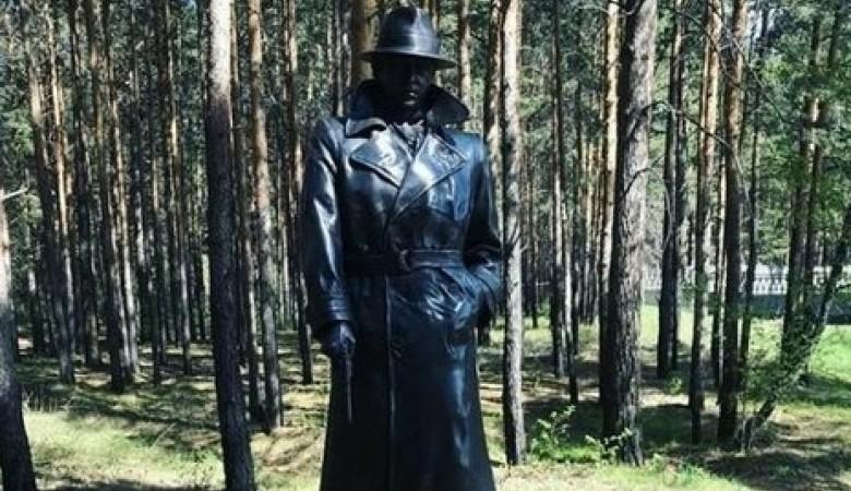Памятник Глебу Жеглову установили в Иркутской области