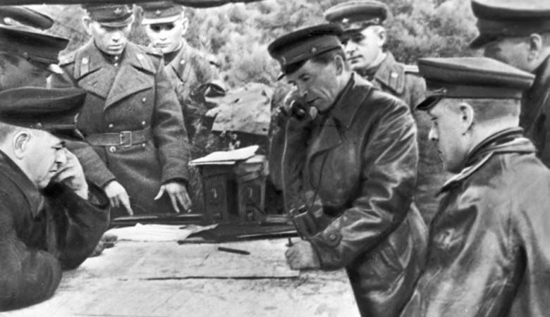 В Омске с кладбища украли барельеф соратника Жукова