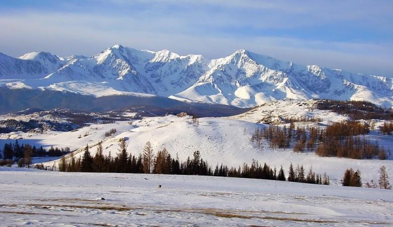 Поиски туриста, пропавшего в горах Алтая, приостановлены