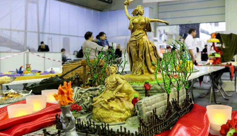 На конкурсе кондитеров в Красноярске представили торты к 9 мая