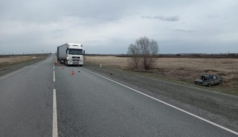 Водитель «ВАЗ-2106» погиб при столкновении с «КАМАЗом» под Омском