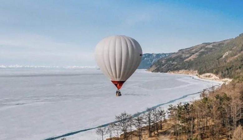 Трое сибиряков пересекли Байкал на воздушном шаре