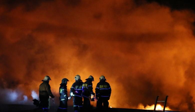 Ребенок погиб при пожаре в доме под Красноярском, еще три человека пострадали
