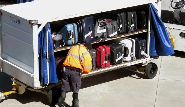 В аэропорту Омска сожгли багаж пассажиров из Таджикистана