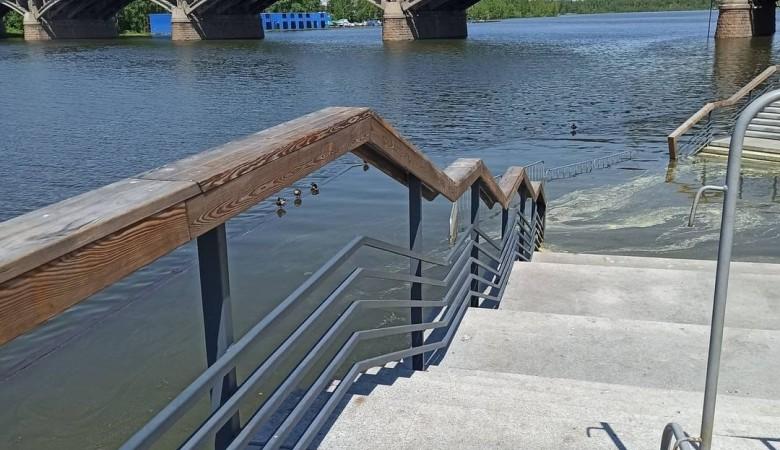 Уровень воды в Енисее в Красноярске остается выше критического