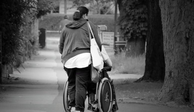 Таксист в Новосибирске отказался везти девушку-инвалида, СК начал проверку