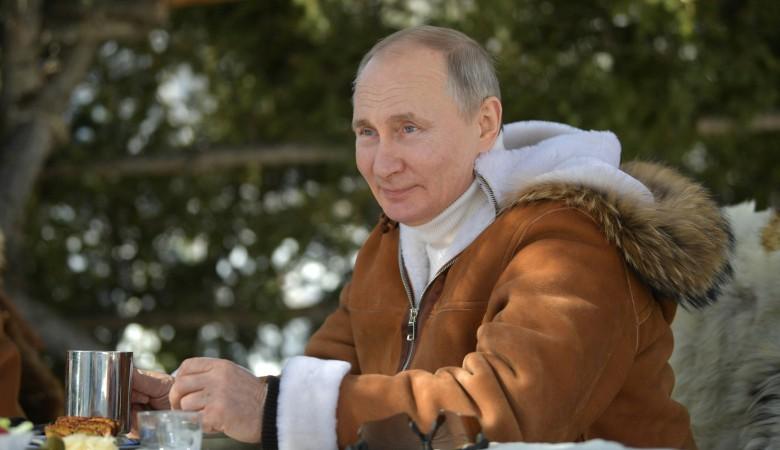 «Действительно любит»: Песков объяснил предпочтения Путина к отдыху в Сибири