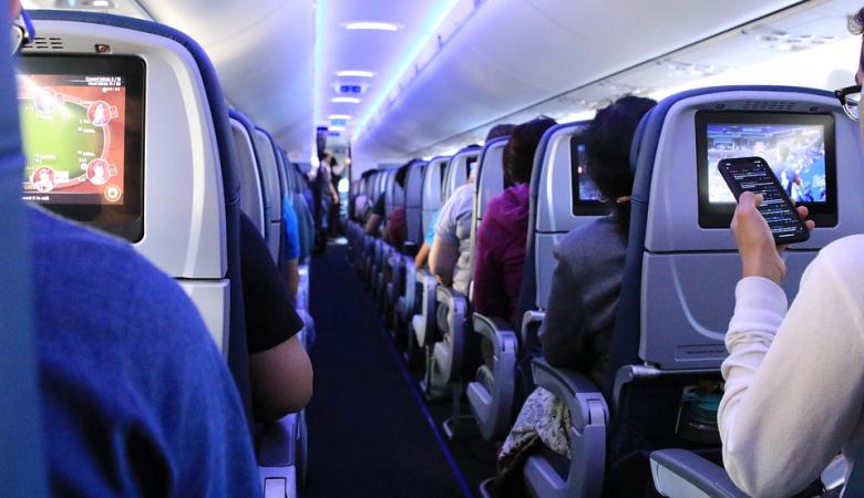 В Новосибирске экстренно сел самолет из-за за ухудшения состояния пассажирки