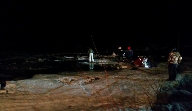 Два человека погибло за сутки из-за провалившихся под лед автомобилей