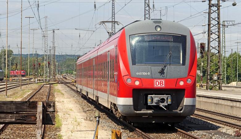 Электропоезд насмерть сбил двух детей в Новосибирске