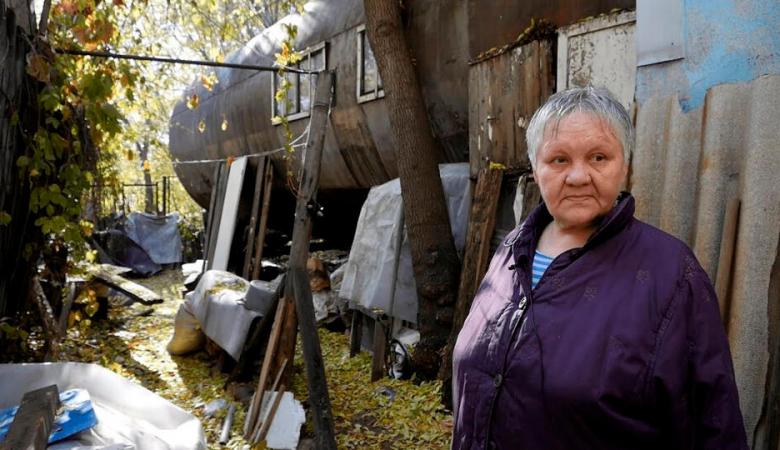 В Омске пенсионерка 35 лет живет в бочке и не хочет переезжать
