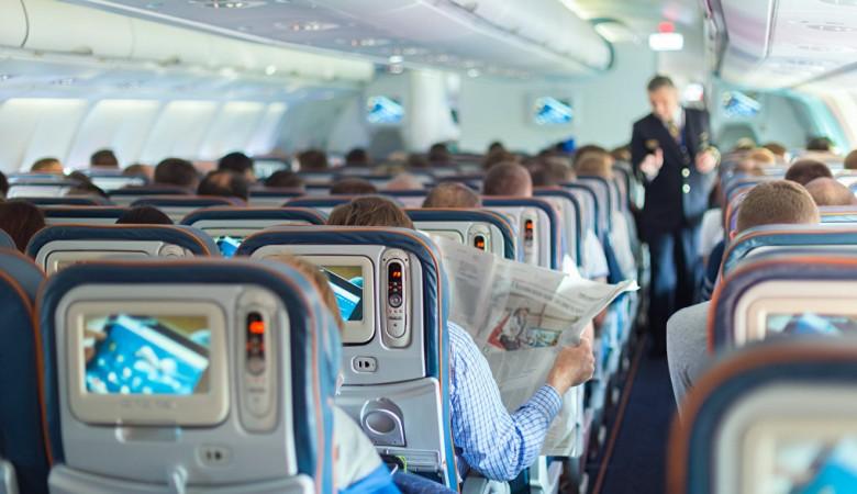 Иркутский министр здравоохранения не стал помогать пассажиру самолета, которому стало плохо