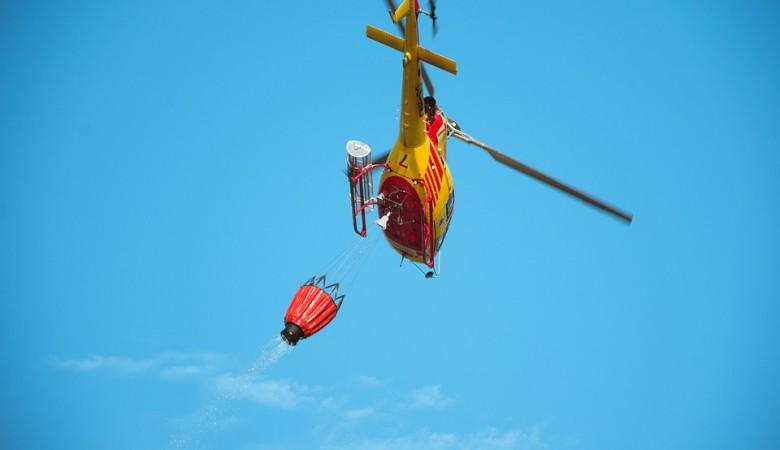 Пожарный вертолет упал в озеро в Китае, два члена экипажа погибли